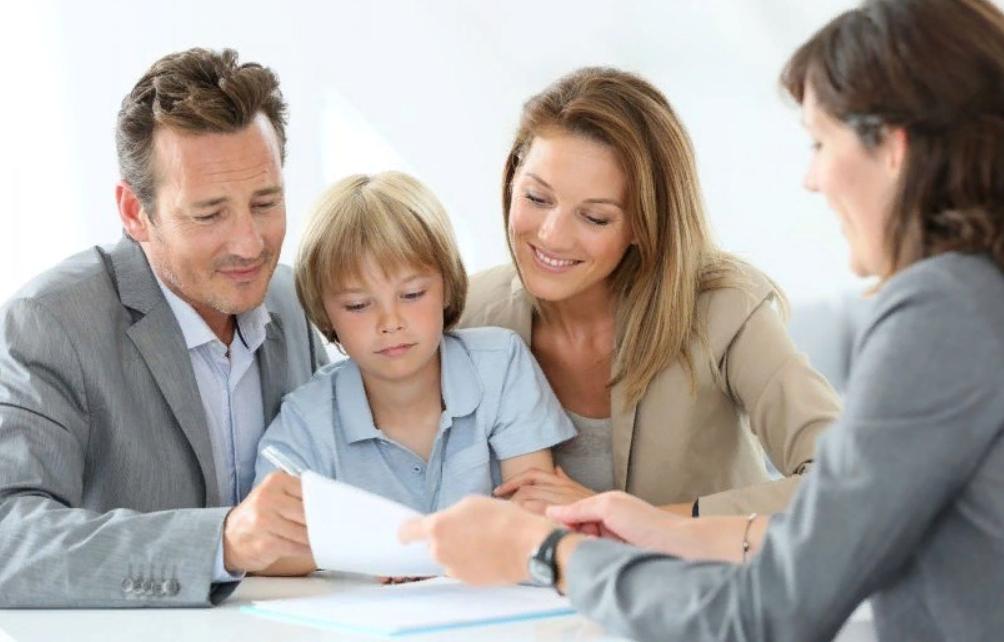 Могут ли проходить сделки если есть несовершеннолетний собственник